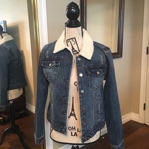 Kenzie distressed Jean jacket size M NWT